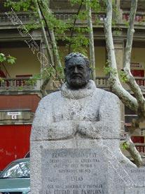 Busto Hemingway Pamplona
