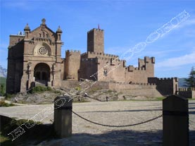 Iglesia y Castillo Javier